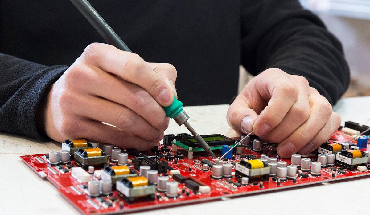 assemblaggio convertori statici per lampade a led UV