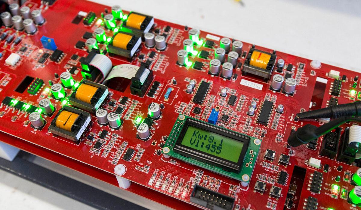 controllo qualità convertori statici per lampade a led UV